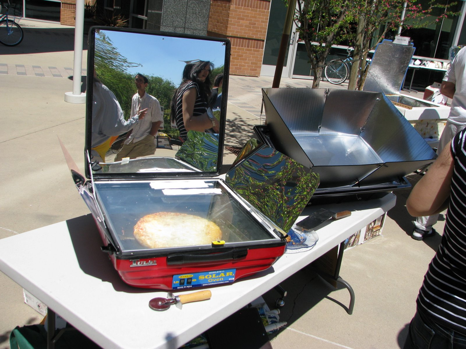 Hybrid solar oven can cook on cloudy days or at night 1